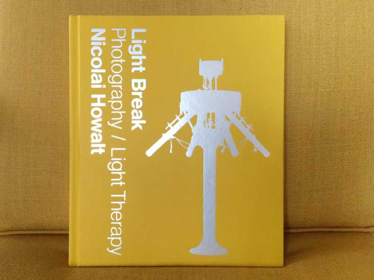 Nicolai Howalt, Light Break: Photography/Light Therapy København: Fabrik Books, 2015. 256 sider.